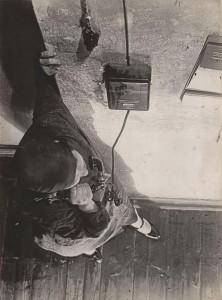 A telefonnál, 1930