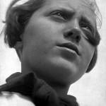 Úttörő lány, 1930