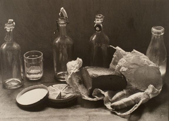 2. Csendélet üvegekkel és sajttal, 1937