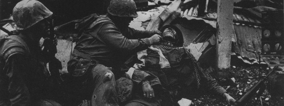 Szarka Klára: Elbeszélő vagy eltakaró sajtóképek