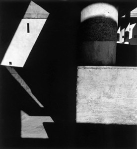 8. ábra: L. Hervé: Haute Cour á Chandigarh, 1955